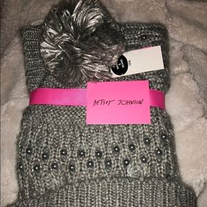 Betsey johnson hat and scarf set, brand new!